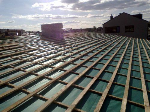 Dengiu stogus, atlieku įvairius skardinimo darbus, montuoju lietaus nubėgimo sistemą