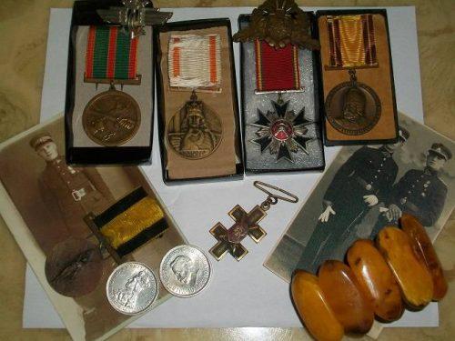 Perku  senus medalius, monetas, banknotus, kryzius…