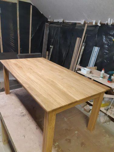 Naujas azuolinis staliukas