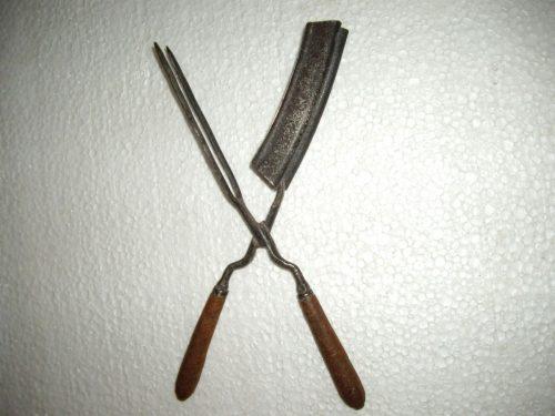Parduoda senovines plaukų garbiniavimo žnyples.